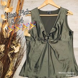 🎉HP🎉DAISY FUENTES Olive silky blouse LARGE